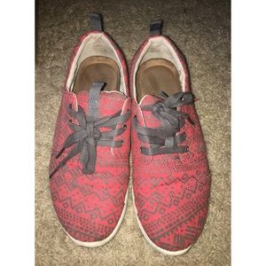 Toms laced red printed shoes